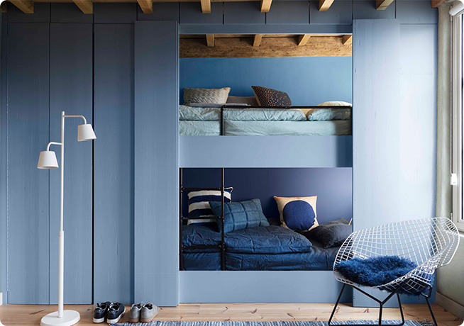 The dulux colour of the year 2017, Denim Drift blue coloured room