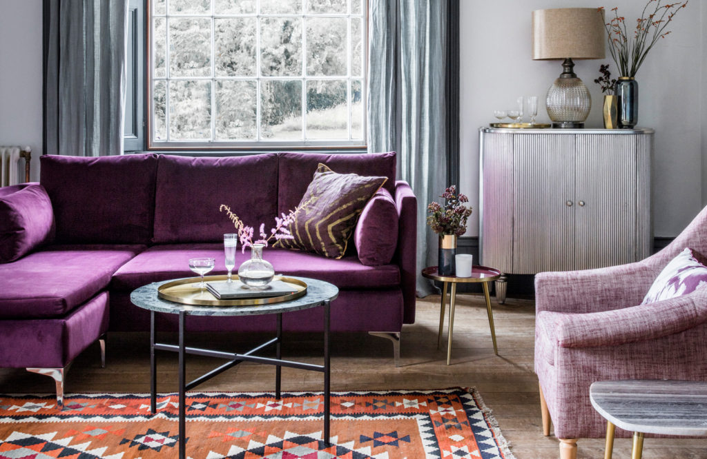 A combination of purple hues in different textures, such as the one in our Paul Chaise sofa and Joan armchair, will make the room imposing and warm.