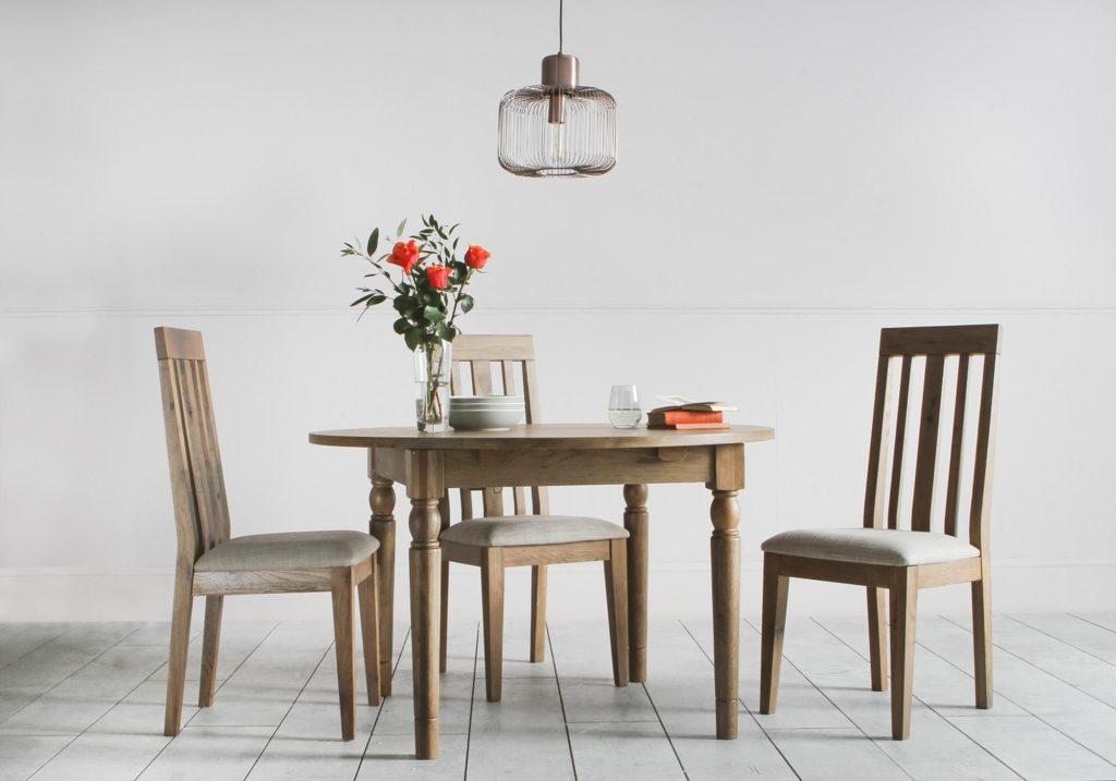 cooper-oak-round-dining-table-situ1_1